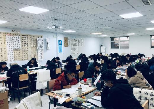 琢大教育:郭立军老师为临考学生做考前指导